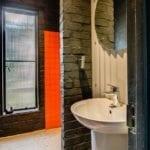 A Enkeldoorn bathrooms