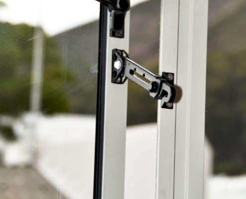 House Albeldas - Child Lock - Metal Windows