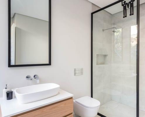 House Nel - Bathroom View - Metal Windows