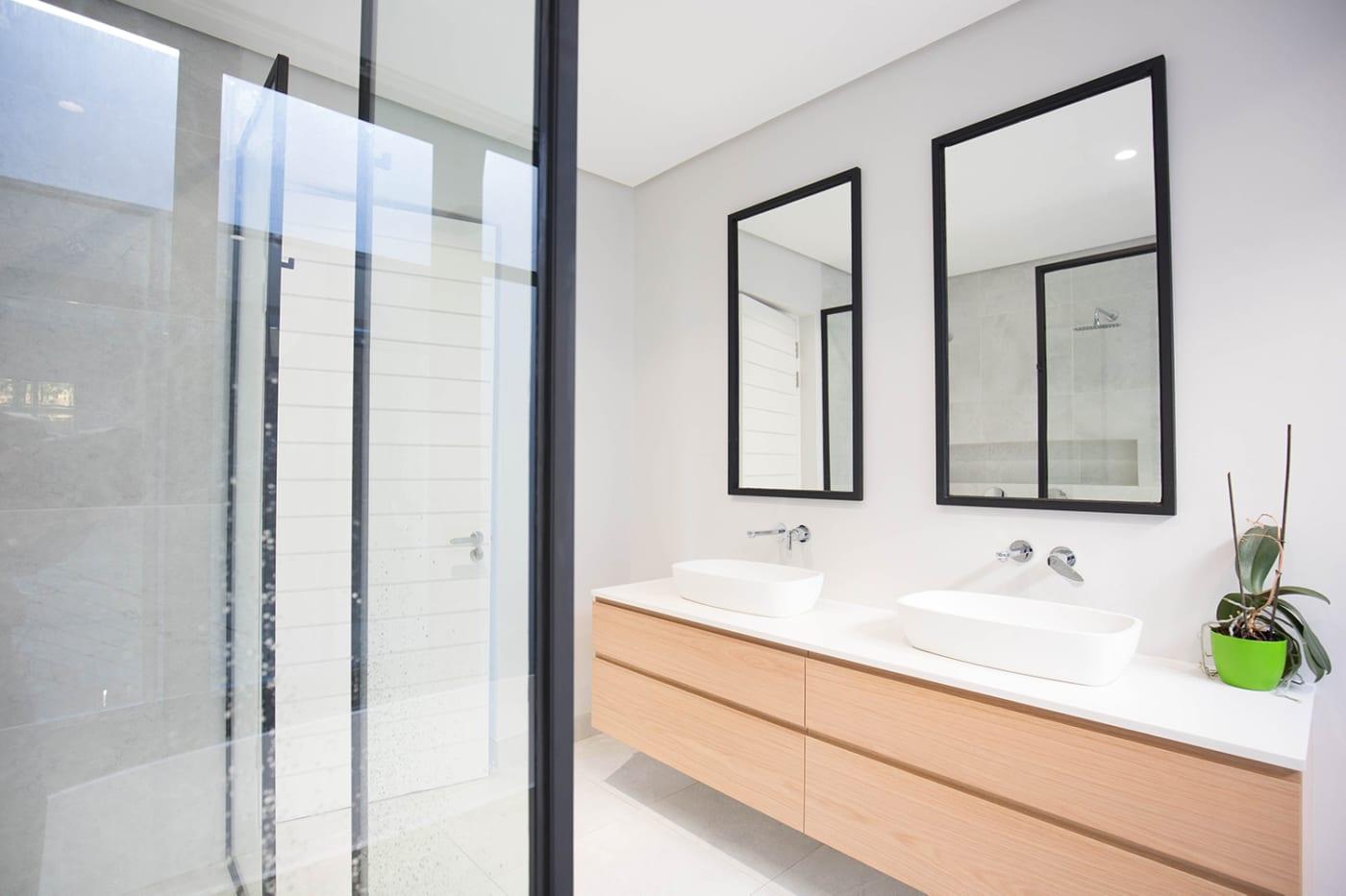 House Nel - Metal Windows - Master bedroom