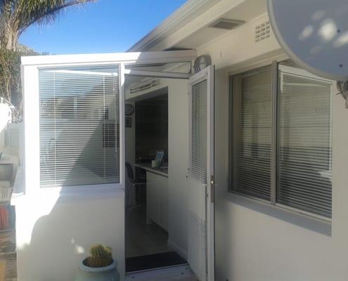 House Lipmen - Kitchen Views - Metal Windows